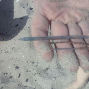 """Ciudadanos denuncia el estado """"muy peligroso"""" de la playa de La Pescadería de Los Alcázares que está plagada de clavos y bisagras oxidadas """"por negligencia del Ayuntamiento"""""""
