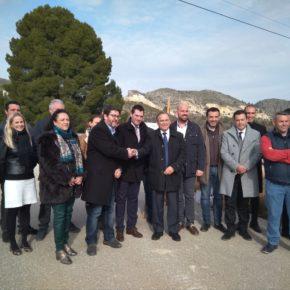Ciudadanos celebra el inicio de las obras de la carretera que da servicio a las cooperativas de flor cortada y las canteras de Cehegín