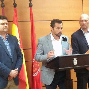 Cs fija la base de un acuerdo con la Federación municipal de Comercio para convertir Murcia en el mayor centro comercial abierto de España
