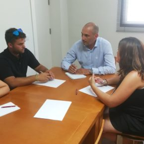 Pedro José García Rex, concejal de Empleo, Promoción Económica y Turismo, se reúne con la pedánea de Gea y Truyols para estudiar vías que potencien el interés turístico de la pedanía