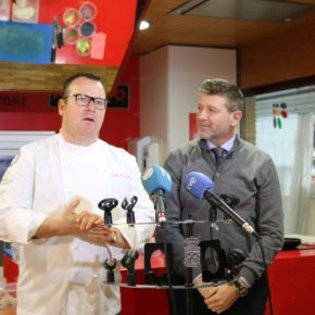 El chef Pablo González-Conejero pone el broche final a los talleres gastronómicos del mercado de Verónicas