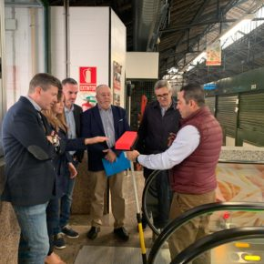 El Ayuntamiento de Murcia refuerza la limpieza de las plazas de abastos con un dispositivo especial para la campaña de Navidad