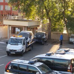 Comienza la retirada y traslado al desguace de los más de 100 vehículos municipales en desuso del parque móvil